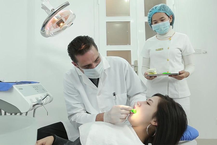 Kỹ Thuật Trồng Răng Của Bác Sĩ